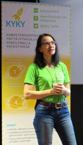KYKY-hankkeen yrittäjyysasiantuntija Mervi Leminen esitteli hankkeen toimintaa Yrittäjyyden mahdollisuudet maakunnassa -seminaarin vieraille.
